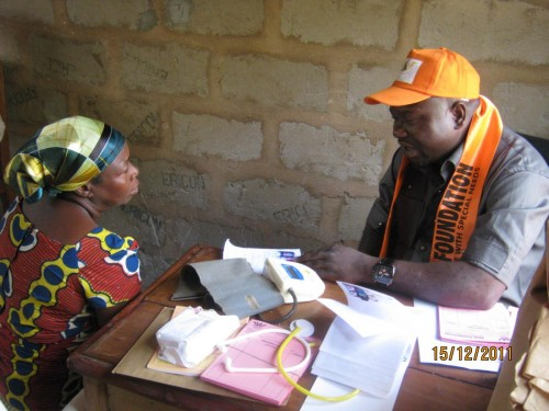 Bina Volunteer doctor attending to the patients during the event