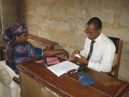 Bina volunteer doctor examining the patients B.P