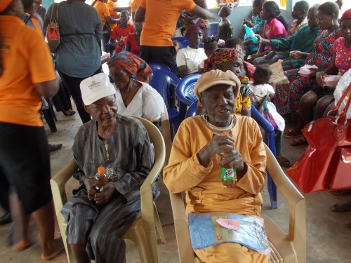 cross section of leprosy patients dat benefited in d medical outreach